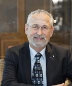 Portraitfoto von Dr. Wolfgang Naumann
