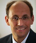 Portraitfoto von Dr. Jörg Neuhgebauer